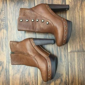 BRAND NEW! Authentic UGG Cosima platform booties